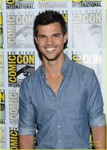 Kristen-stewart-taylor-lautner-sdcc-03