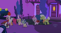 Granny Smith follows the fillies S2E04