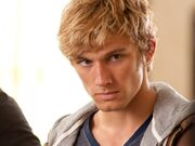934 alex-pettyfer-wild-child-722977894