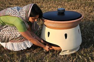 Eliodomestico Solar Still in use