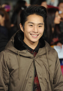 Justin Chon Premiere Breaking Dawn hvrJ1OcrXpxl