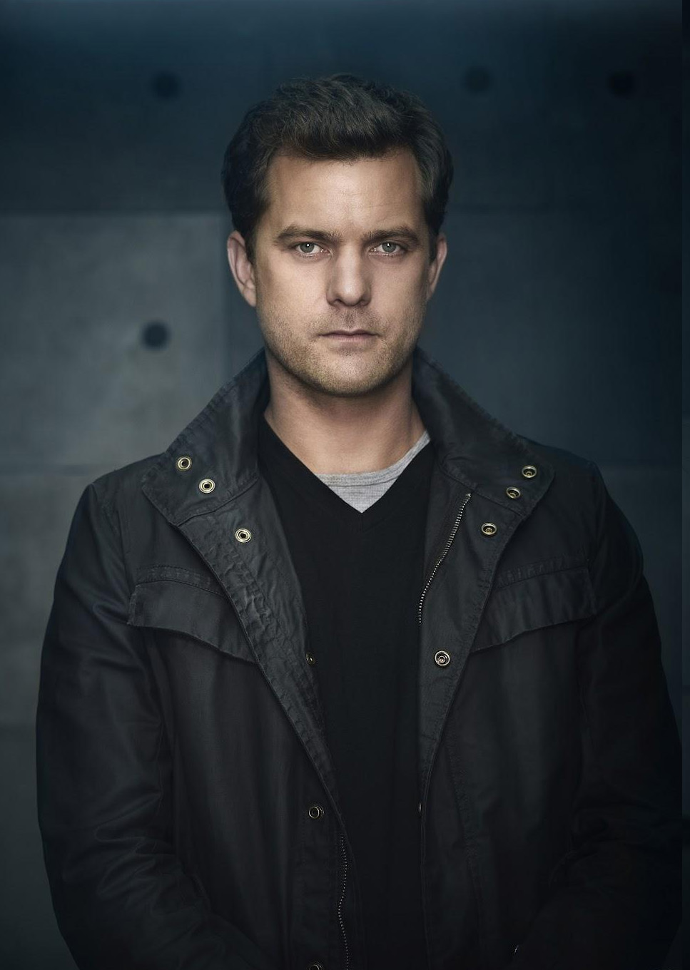 coat joshua jackson is wearing in fringe season 5 i didn t see    Joshua Jackson Fringe Season 5