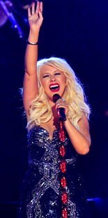 Christina-aguilera-grammys-performance-2011-04