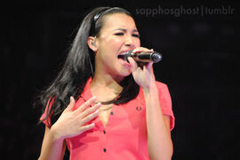 Naya-Rivera-Glee-Live-glee-22729219-500-336
