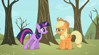 Applejack suppressing laughter S2E10