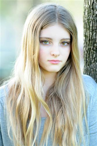 http://images1.wikia.nocookie.net/__cb20121114014350/divergent/images/3/3b/Willow_shields.jpeg