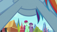 Nearby two ponies scared by Rainbow S3E2