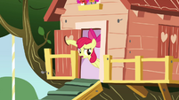 Apple Bloom about to close door S3E04