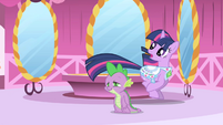Twilight retreats from Rarity S1E1