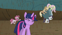Twilight endures bickering while pondering Discord&#39;s new riddle S2E02