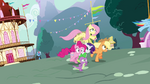 Twilight&#39;s friends running for Twilight S3E05