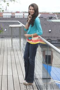 95368 Preppie Zendaya Coleman posing for a photo shoot on a hotel in Munich 8 122 1183lo