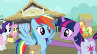Twilight with hoof on Rainbow Dash&#39;s shoulder S03E12