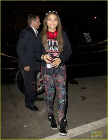 Zendaya-coleman-with-drink