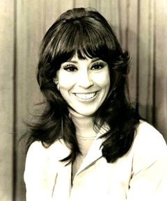 Denise Alexander as Leslie