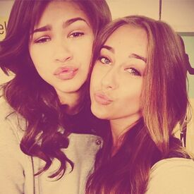 Zendaya-coleman-with-pal2d