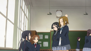 Mio and ritsu at azusa&#39;s and ui&#39;s class