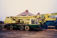 1980s JONES 551 on VICKERS-AWD V518 Cranecarrier