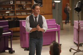 Glee scene11-13choirroom 0452