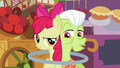 Granny Smith impressed by Apple Bloom's ability S2E06.png