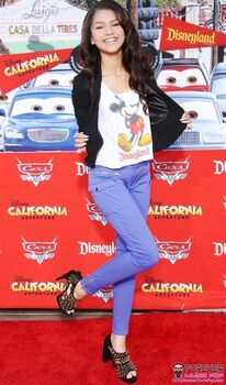 Zendaya-coleman-disneyland-carpet