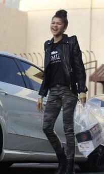 Zendaya-coleman-arriving-at-DWTS-rehearsals