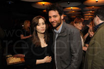 18-Cristin-Milioti-Josh-Radnor