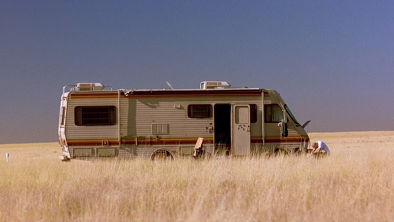 http://images1.wikia.nocookie.net/__cb20130724193307/breakingbad/images/d/d6/RV.jpg