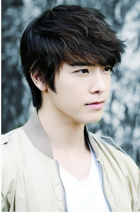http://images1.wikia.nocookie.net/__cb20130809030606/cardfight/images/e/e3/Lee_Donghae.jpg