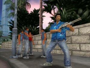 Tommy Vercetti con una SPAS 12, y con miembros de los Sharks detras.